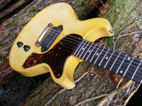 TV yellow, La Cadette © 2018 42nd Street Guitars